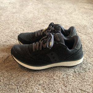 Women's saucony size 7 sneakers